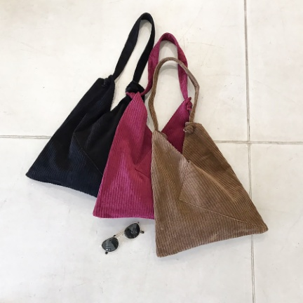Corduroy Triangle Bag(ブラック)