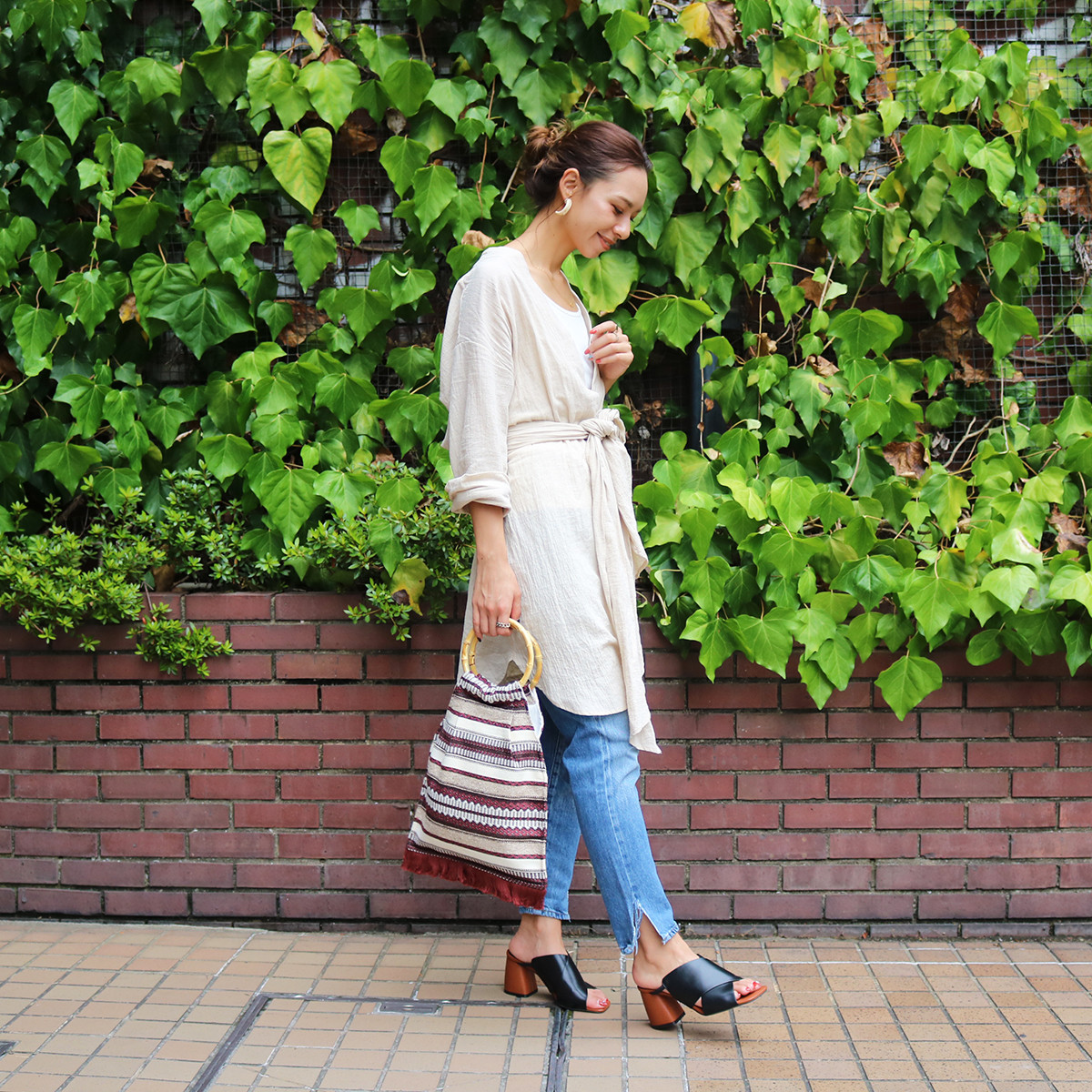 Bi-color Cross Sandals